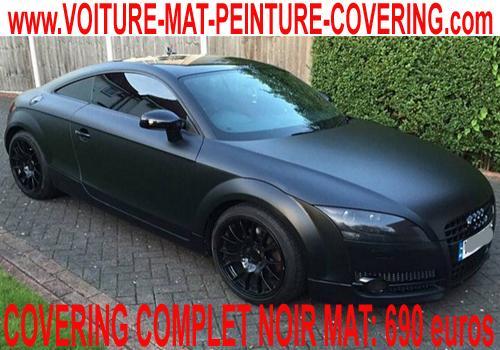 Adoptez un look sobre et efficace avec un total covering noir mat.